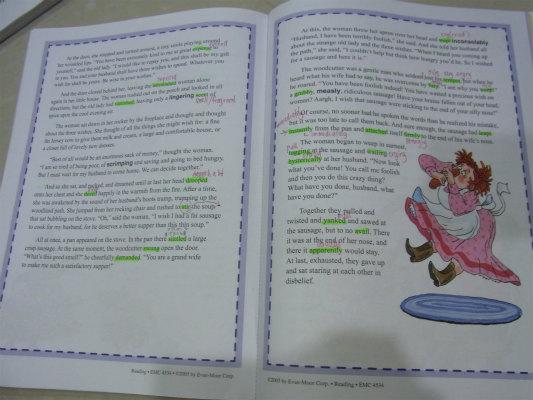 娘のTuitionで使用しているワークブック。文字が細かく、大人のMangoも知らない単語がびっしりと...