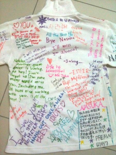↑最終登校日、友人や先生たちが制服に寄せ書きをしてくれました。温かいメッセージに涙...中にはわざわざ辞書を見ながら日本語で書いてくれたタイ人のクラスメイトも!